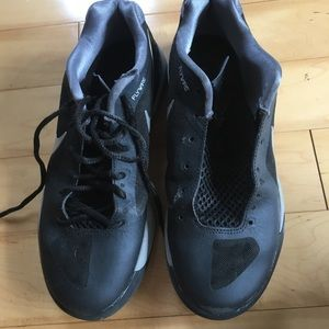 black nike flywire volleyball shoes